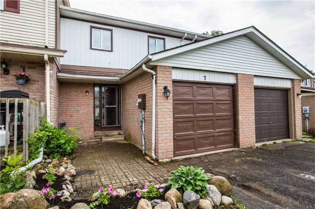 Townhouse at 7 Burns Circ, Barrie, Ontario. Image 1