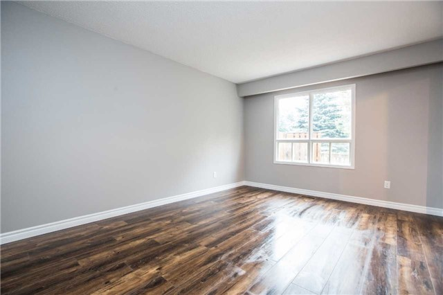 Townhouse at 7 Burns Circ, Barrie, Ontario. Image 3
