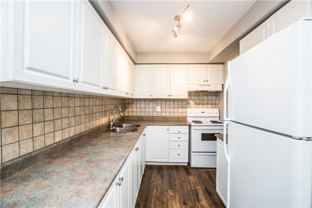 Townhouse at 7 Burns Circ, Barrie, Ontario. Image 4