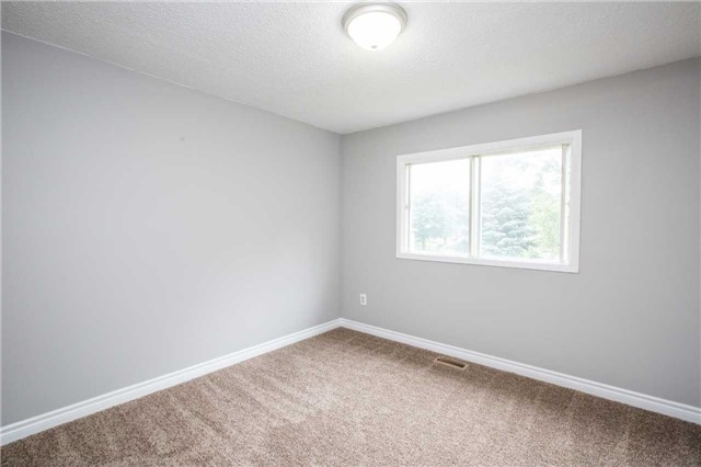 Townhouse at 7 Burns Circ, Barrie, Ontario. Image 7