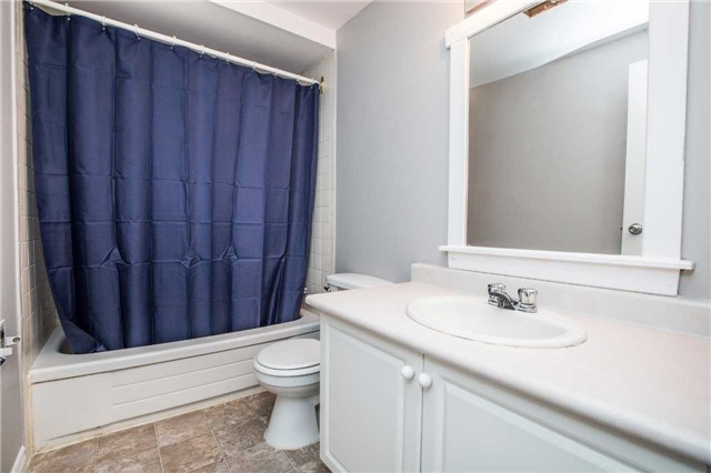Townhouse at 7 Burns Circ, Barrie, Ontario. Image 8