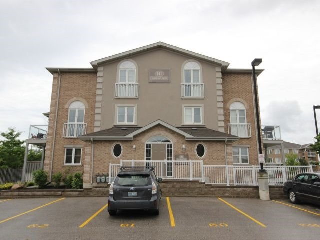 Condo Townhouse at 141 Sydenham Wells, Unit 2, Barrie, Ontario. Image 1