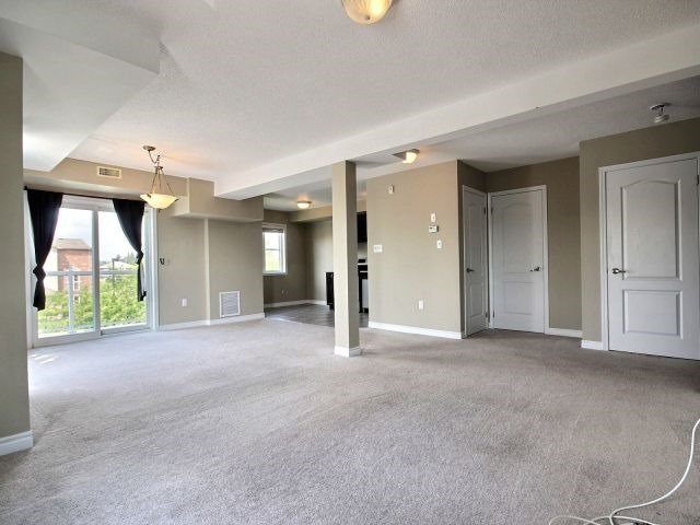 Condo Townhouse at 141 Sydenham Wells, Unit 2, Barrie, Ontario. Image 8