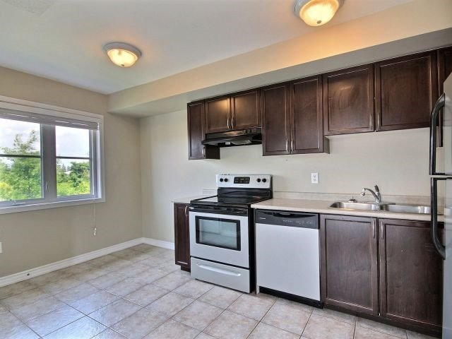 Condo Townhouse at 141 Sydenham Wells, Unit 2, Barrie, Ontario. Image 9