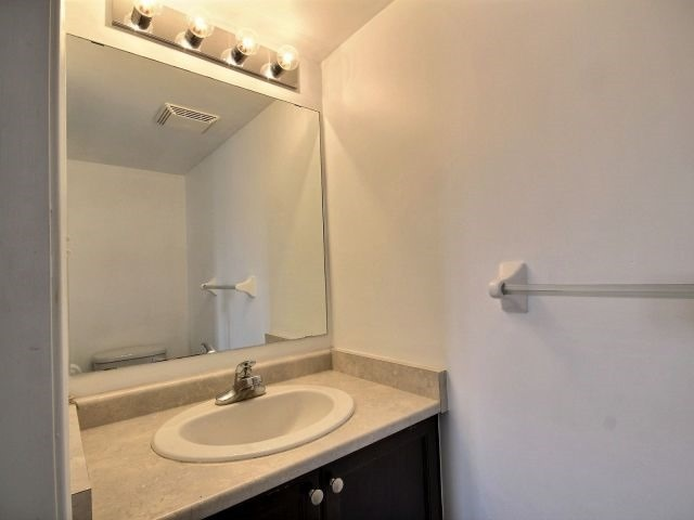 Condo Townhouse at 141 Sydenham Wells, Unit 2, Barrie, Ontario. Image 13