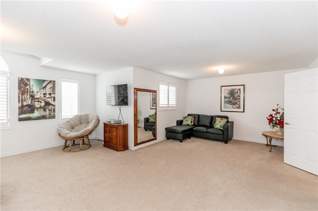 Detached at 77 Shalom Way, Barrie, Ontario. Image 3