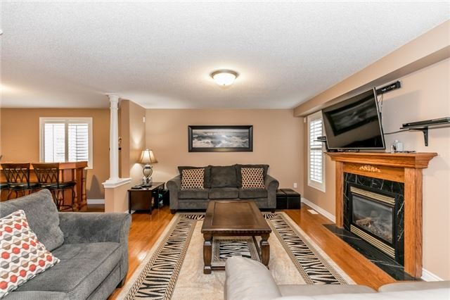 Detached at 77 Shalom Way, Barrie, Ontario. Image 8