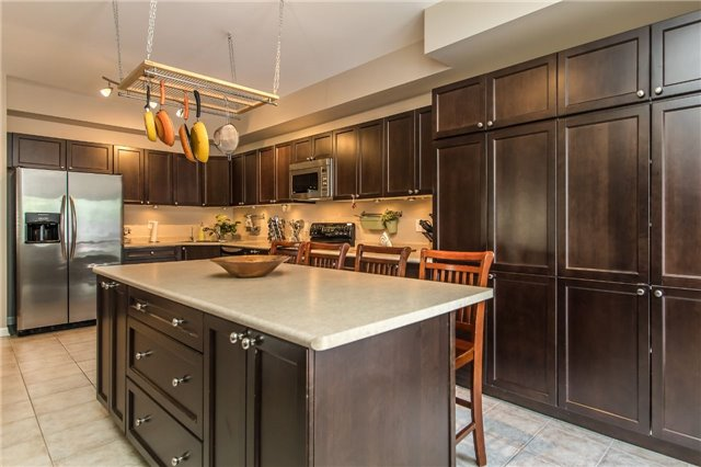 Detached at 123 Winchester Terr, Barrie, Ontario. Image 12