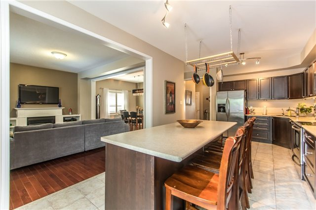 Detached at 123 Winchester Terr, Barrie, Ontario. Image 13