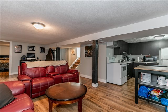 Detached at 114 Maple Ave, Barrie, Ontario. Image 9