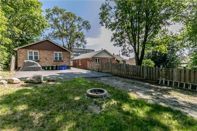 Detached at 114 Maple Ave, Barrie, Ontario. Image 13