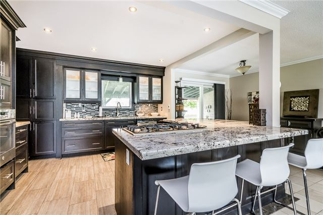 Detached at 255 Pine Dr, Barrie, Ontario. Image 9