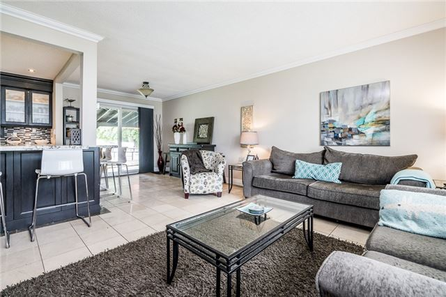 Detached at 255 Pine Dr, Barrie, Ontario. Image 12