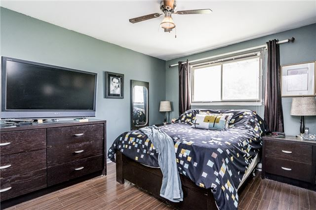 Detached at 255 Pine Dr, Barrie, Ontario. Image 13