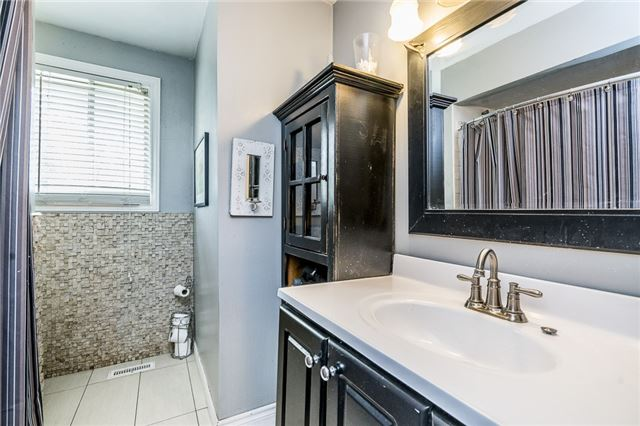 Detached at 255 Pine Dr, Barrie, Ontario. Image 2