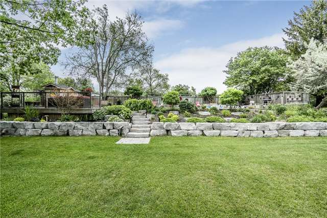 Detached at 255 Pine Dr, Barrie, Ontario. Image 4