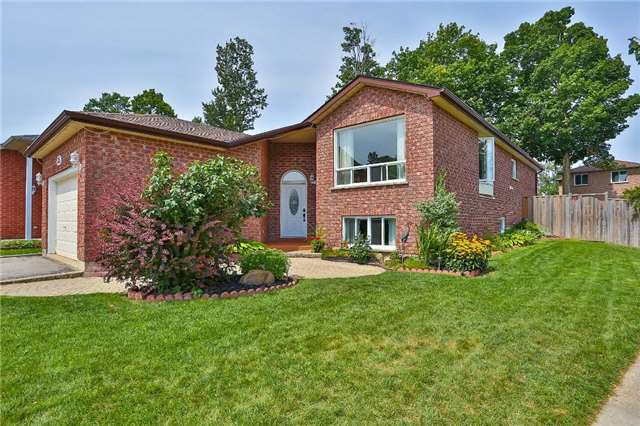Detached at 135 Brucker Rd, Barrie, Ontario. Image 1