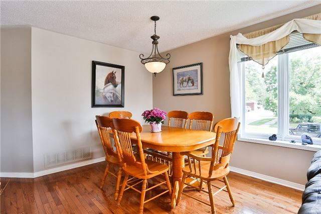 Detached at 135 Brucker Rd, Barrie, Ontario. Image 17