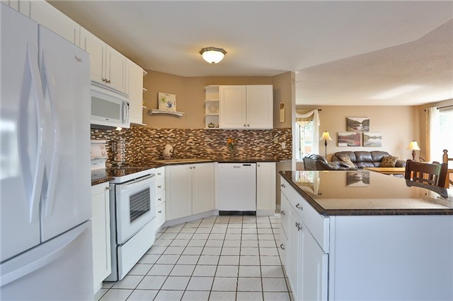 Detached at 135 Brucker Rd, Barrie, Ontario. Image 19