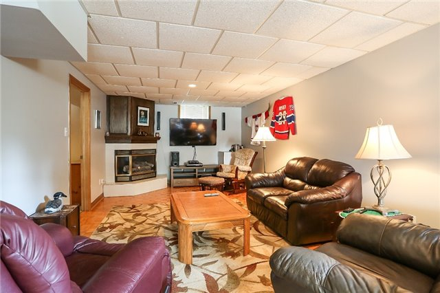 Detached at 135 Brucker Rd, Barrie, Ontario. Image 5