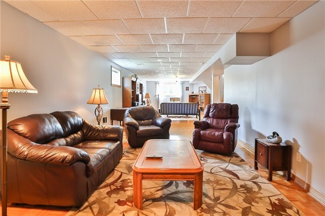 Detached at 135 Brucker Rd, Barrie, Ontario. Image 6