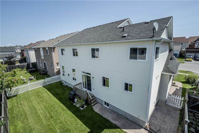 Detached at 28 The Queensway, Barrie, Ontario. Image 6