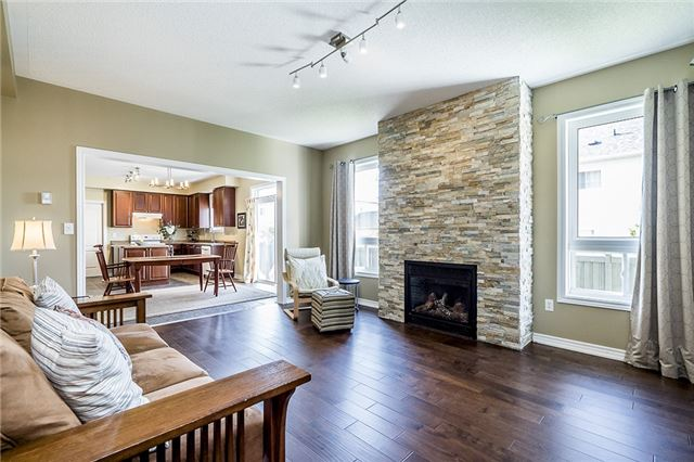 Detached at 28 The Queensway, Barrie, Ontario. Image 9