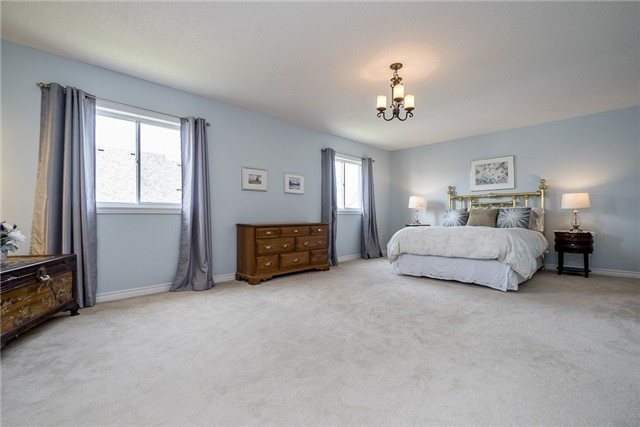 Detached at 28 The Queensway, Barrie, Ontario. Image 12