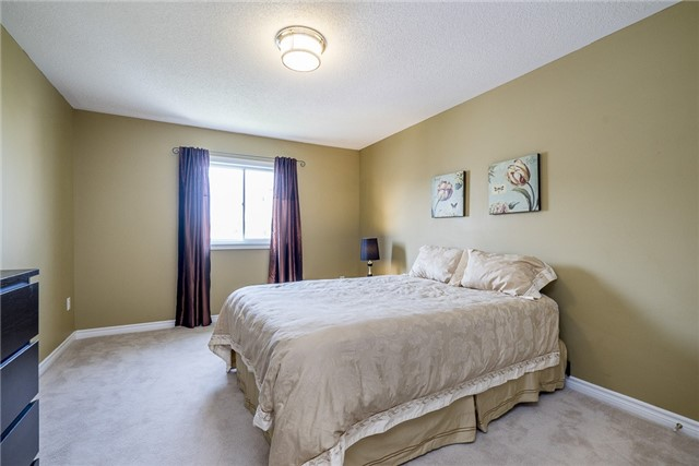 Detached at 28 The Queensway, Barrie, Ontario. Image 3