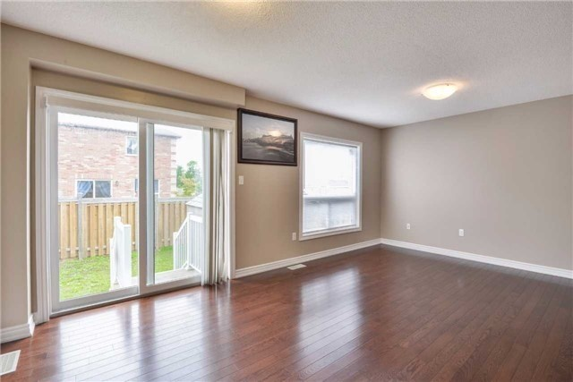 Condo Townhouse at 2 Southwoods Cres, Barrie, Ontario. Image 15