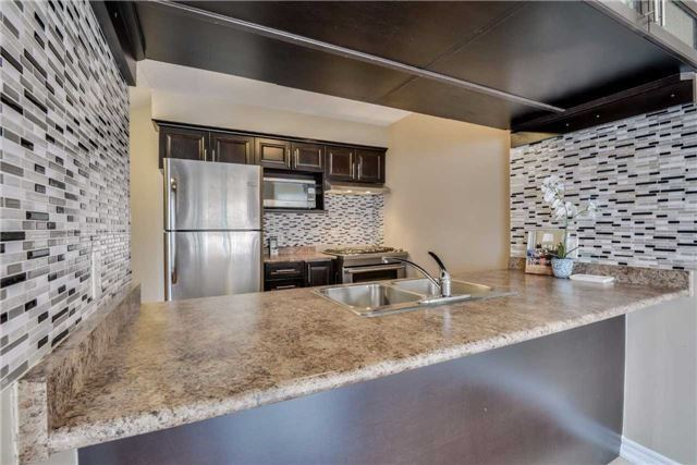 Condo Townhouse at 2 Southwoods Cres, Barrie, Ontario. Image 16