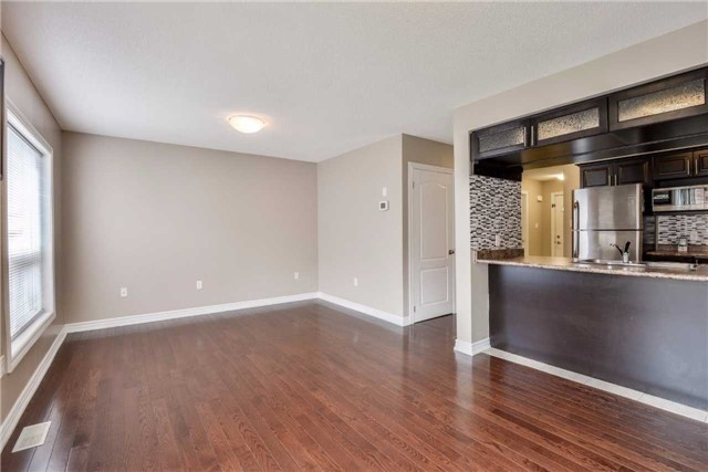 Condo Townhouse at 2 Southwoods Cres, Barrie, Ontario. Image 17