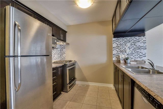 Condo Townhouse at 2 Southwoods Cres, Barrie, Ontario. Image 18
