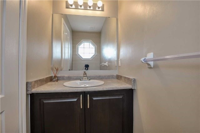 Condo Townhouse at 2 Southwoods Cres, Barrie, Ontario. Image 19