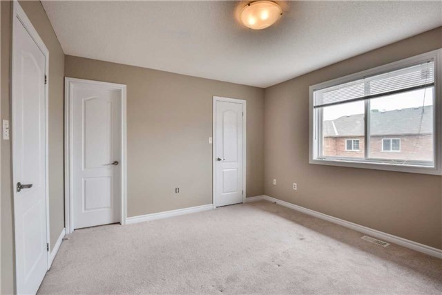 Condo Townhouse at 2 Southwoods Cres, Barrie, Ontario. Image 3