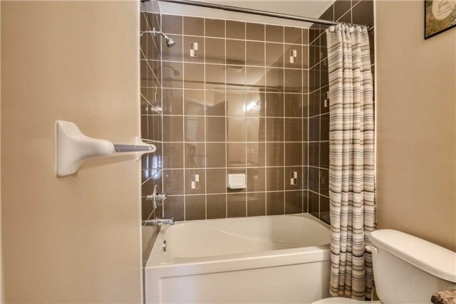 Condo Townhouse at 2 Southwoods Cres, Barrie, Ontario. Image 8