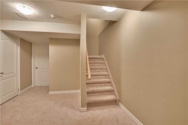 Condo Townhouse at 2 Southwoods Cres, Barrie, Ontario. Image 9