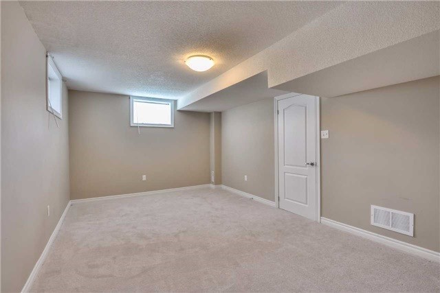 Condo Townhouse at 2 Southwoods Cres, Barrie, Ontario. Image 11