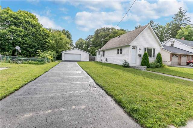 Detached at 20 Alfred St, Barrie, Ontario. Image 12