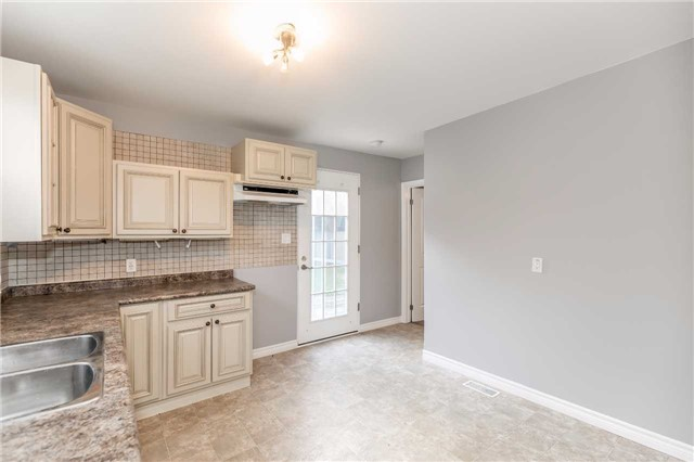 Detached at 20 Alfred St, Barrie, Ontario. Image 20