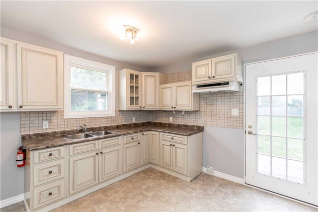 Detached at 20 Alfred St, Barrie, Ontario. Image 2