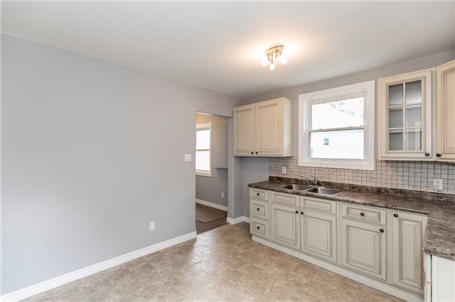 Detached at 20 Alfred St, Barrie, Ontario. Image 3