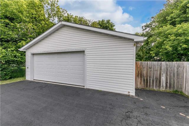 Detached at 20 Alfred St, Barrie, Ontario. Image 7