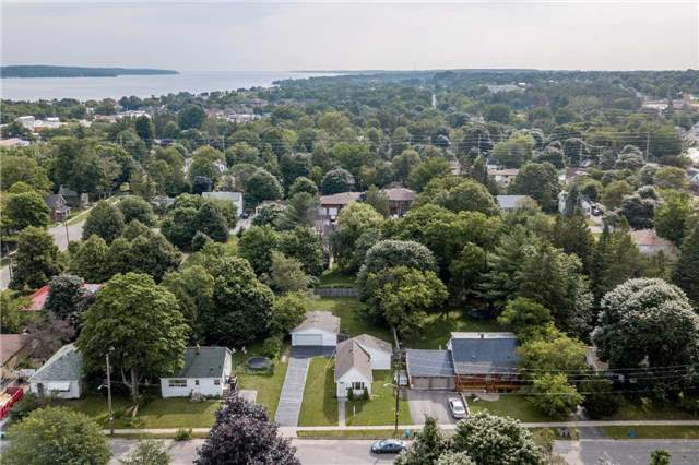 Detached at 20 Alfred St, Barrie, Ontario. Image 11