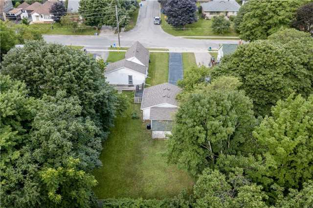 Detached at 20 Alfred St, Barrie, Ontario. Image 13