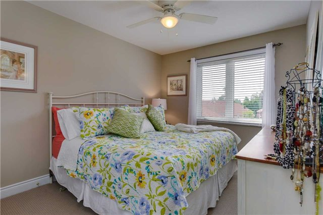 Townhouse at 125 Huronia Rd, Unit 1, Barrie, Ontario. Image 5