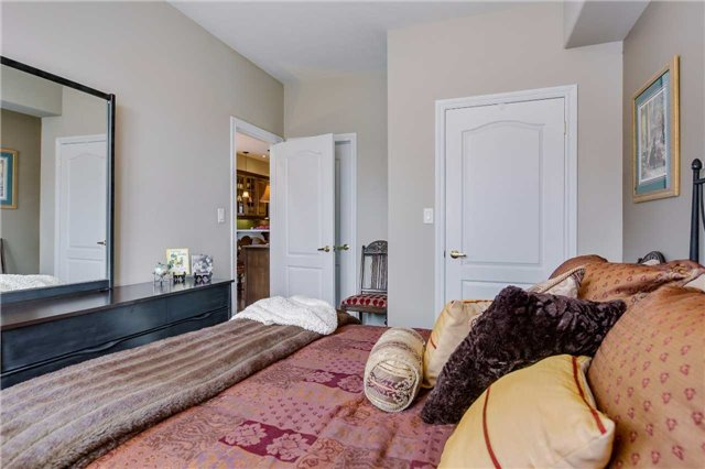 Townhouse at 125 Huronia Rd, Unit 1, Barrie, Ontario. Image 7