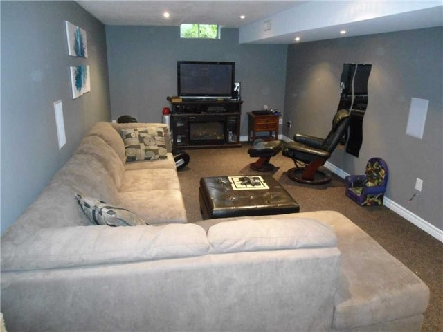 Detached at 174 Kozlov St, Barrie, Ontario. Image 5