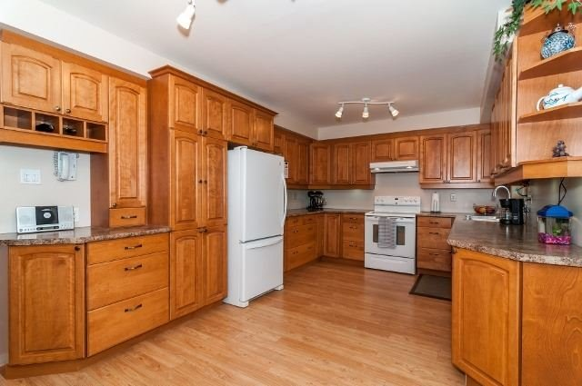Detached at 81 Golden Meadow Rd, Barrie, Ontario. Image 16