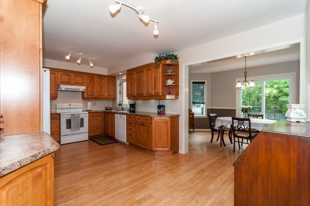 Detached at 81 Golden Meadow Rd, Barrie, Ontario. Image 17